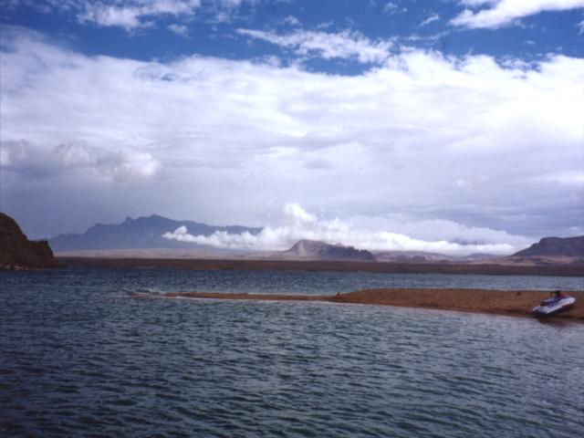Nevada state and national parks near las vegas for Fishing lake mead from shore
